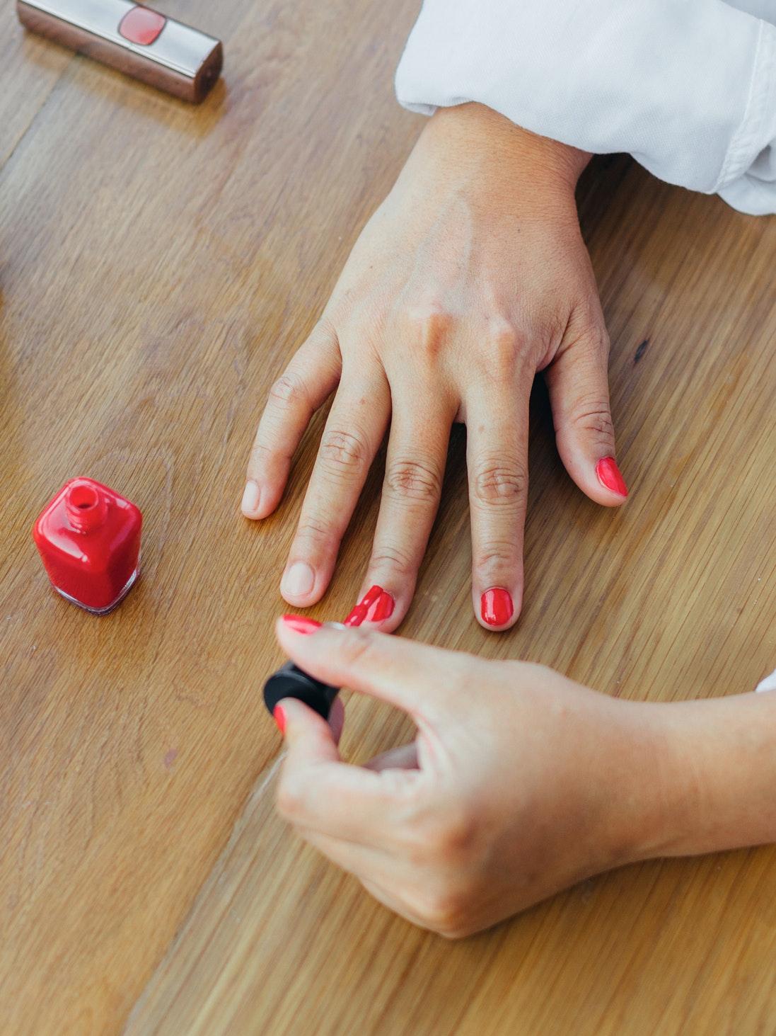 have healthy nails at home