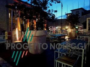 La LuxuryCalor Falò Evo è un riscaldatore a GPL prodotto in Italia perfetto per essere utilizzato in locali pubblici, dehors ed esterni per un tocco di stile ed eleganza..