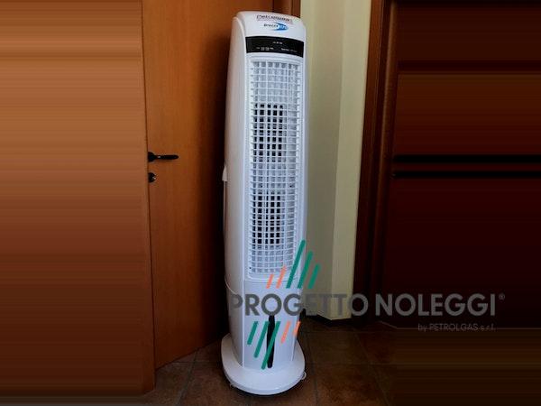 Brezza 170 è un raffrescatore evaporativo portatile capace di ridurre la temperatura percepita da 5°C/7°C circa con una gradevole ventilazione oscillante e regolabile.