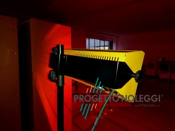 Master HALL 1500 è una lampada a infrarossi che garantisce un calore pulito e sicuro riscaldando singoli ambienti come uffici, abitazioni e negozi.