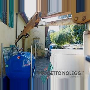 Cisterna in acciaio per Gasolio o Kerosene da 2.000 o 3.000 Litri, con vasca di contenimento e tettino protettivo. Su richiesta dotati anche di erogatore.