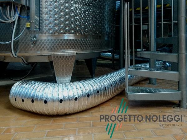 1571907551 tubazione forata alluminio progettonoleggi.jpg?bri= 10&fm=pjpg&fit=clamp&h=450&w=600&mark=https%3a%2f%2fwww.datocms assets.com%2f9425%2f1556889796 group 70