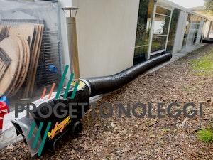 Il Generatore d'aria calda a Gasolio Master BV 170 con canna fumaria per scarico dei fumi in verticale è perfetto per creare cicli chiusi di riscaldamento nella vostra struttura.