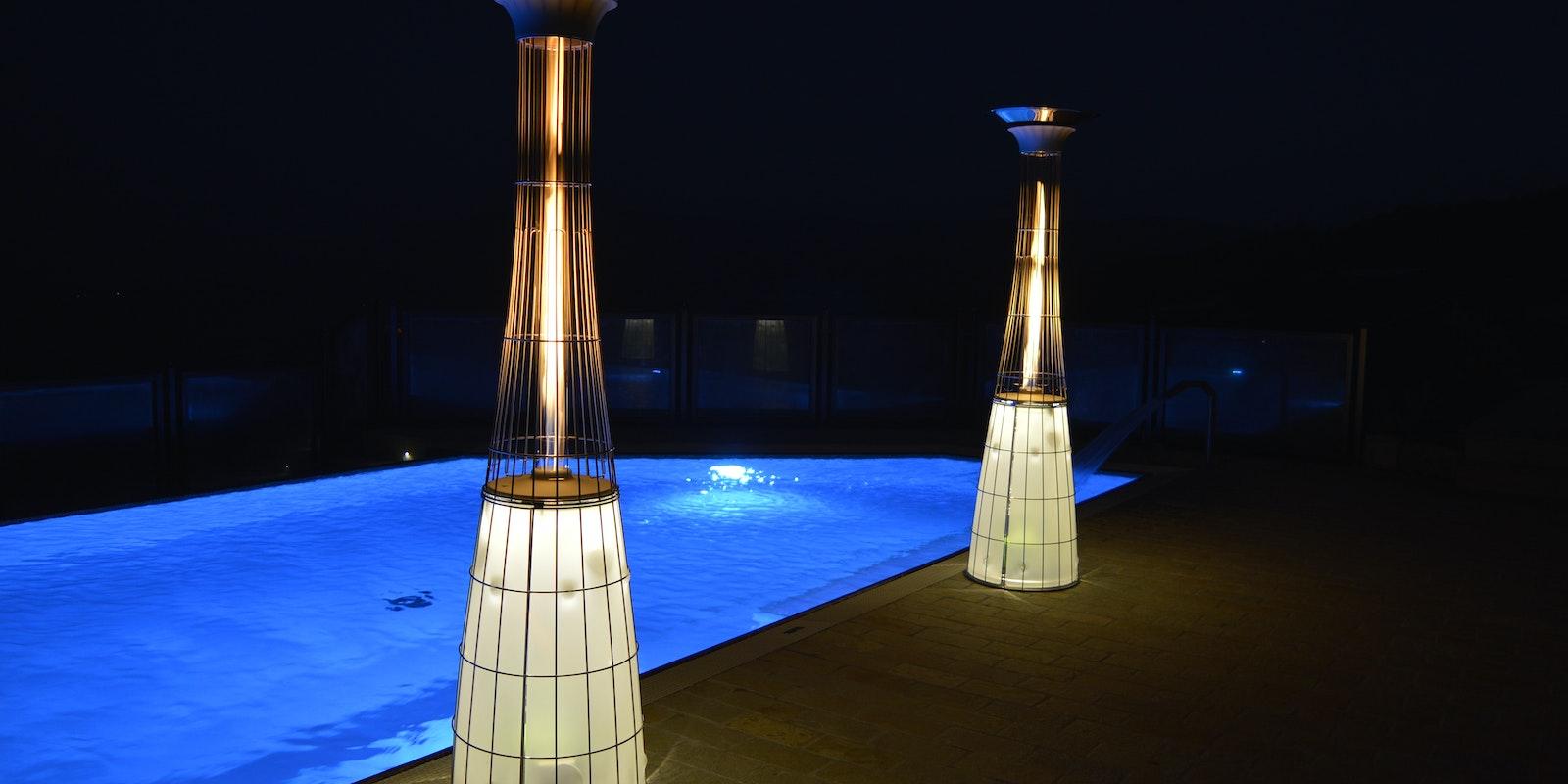 Riscaldatori a gas DolceVita LightFire a bordo piscina