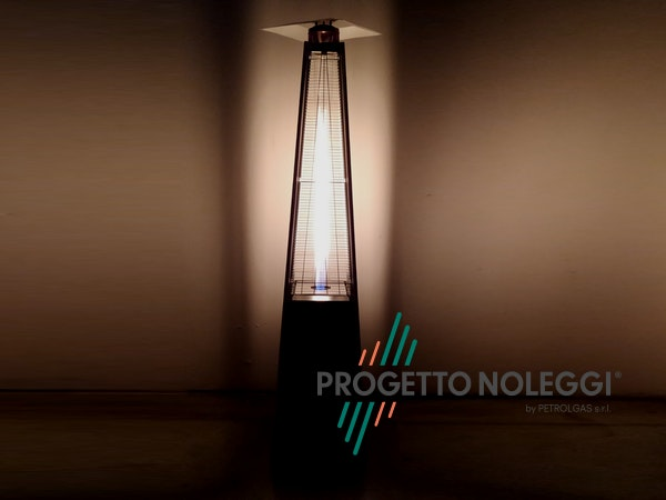 Italkero Niklas Totem è un riscaldatore a gas elegante e potente, perfetto per spazi esterni di locali, giardini e dehors