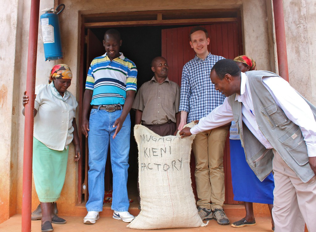 Klaus together with Kieni farmers, board chairman Charles Musai Ihatu, Factory Manager Geofrey Wanjau and CMS's Phillip Kamau