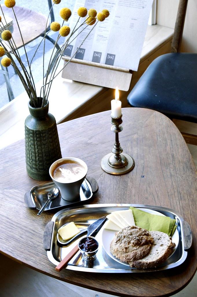 Breakfast serving at KÅ.