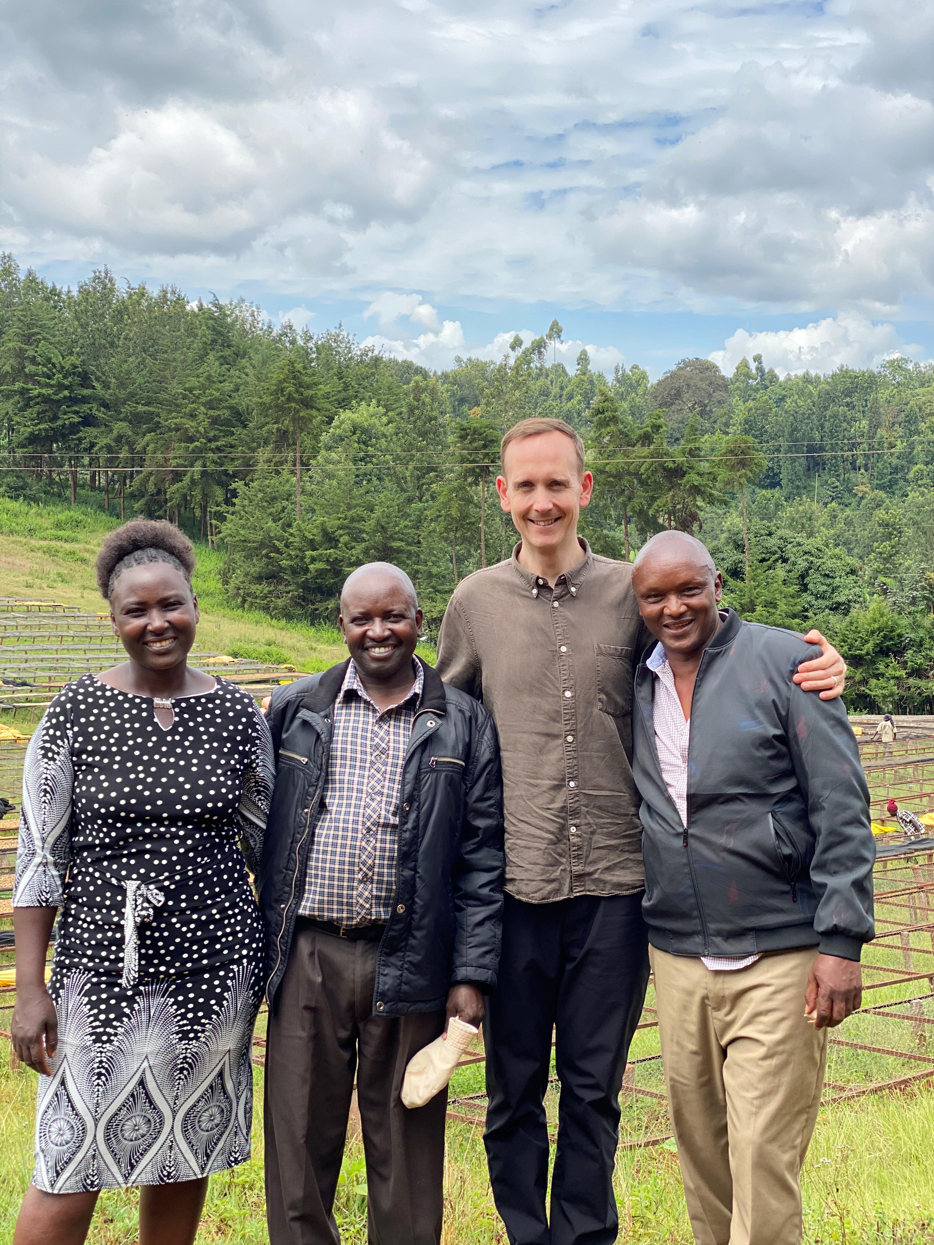 Jane Wambui, Charles Gathaiya Murimi og Josphat Muriuki fra Kieni med Klaus Thomsen