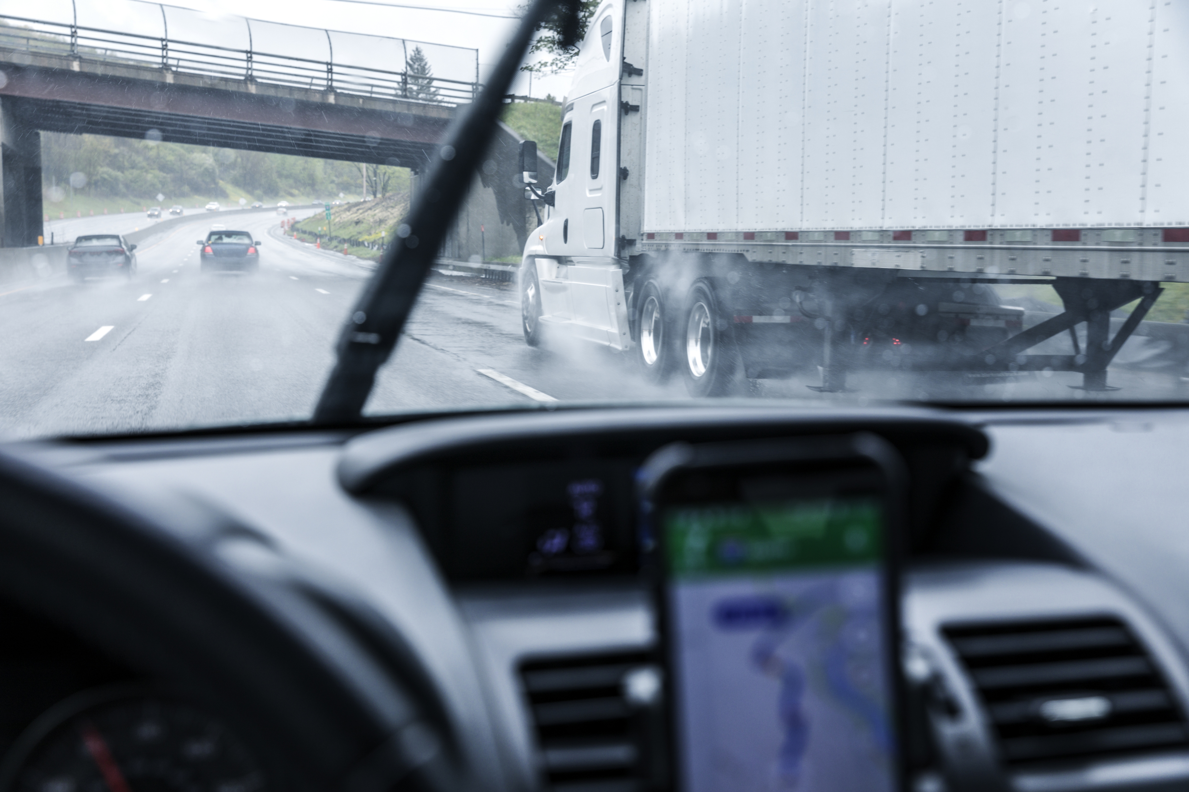 How Does GPS Tracking Report on Speeding?